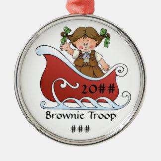 Brunette del trineo del explorador del brownie adorno navideño redondo de metal