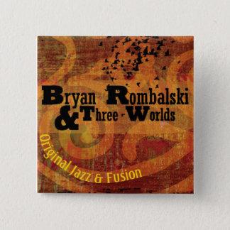 Bryan Rombalski y tres mundos ajusta el botón
