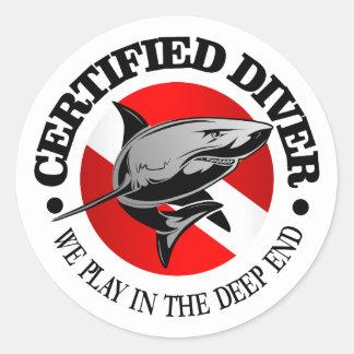 Buceador certificado (tiburón) pegatina redonda