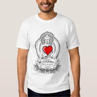 Buda con un corazón camiseta