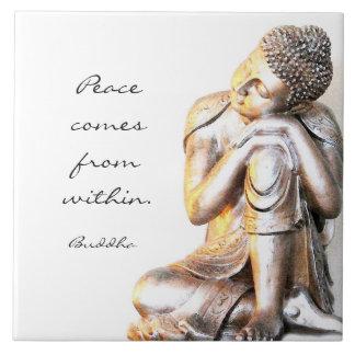 Buda de plata pacífico con palabras de la azulejo de cerámica
