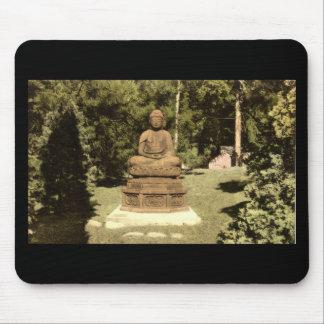 Buda en el vintage japonés 1915 del jardín tapetes de raton