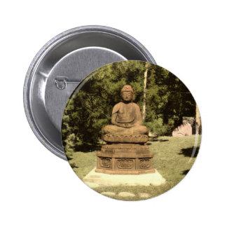 Buda en el vintage japonés 1915 del jardín pins