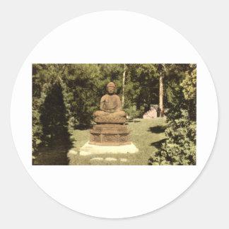 Buda en el vintage japonés 1915 del jardín etiquetas redondas
