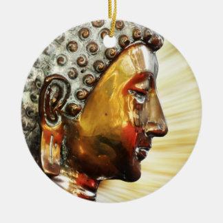 Buda hace frente al ornamento adorno navideño redondo de cerámica