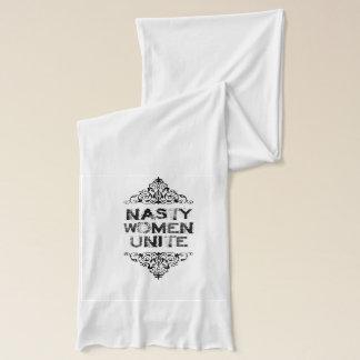 Bufanda desagradable de la mujer