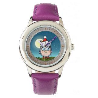Búho alegre del bebé con el dibujo animado del reloj de pulsera