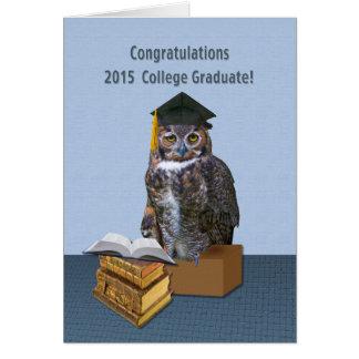 Búho chistoso 2015 de la graduación de la tarjeta de felicitación