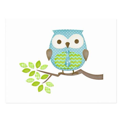 Búho ejecutivo manchado en árbol tarjeta postal