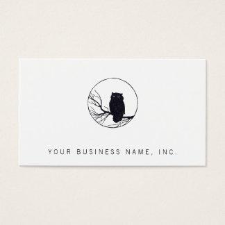 Búho en una rama en un círculo tarjeta de negocios