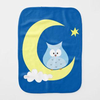Búho que se sienta en la luna paños de bebé