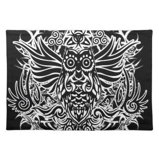 Búho tribal del tatuaje salvamanteles