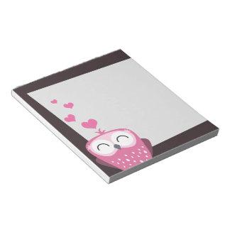Búho y libreta rosados de los corazones del amor