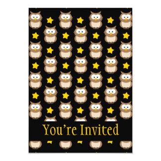 Búhos adorables del árbol y estrellas de oro en invitación 12,7 x 17,8 cm
