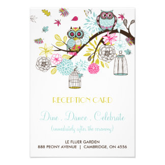 Búhos coloridos y tarjeta de la recepción de las h anuncio personalizado