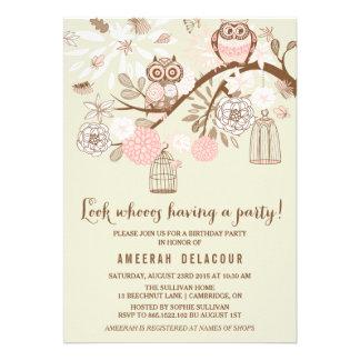 Búhos e invitación rosados de la fiesta de