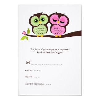 Búhos preciosos que casan tarjetas de la respuesta comunicados personales