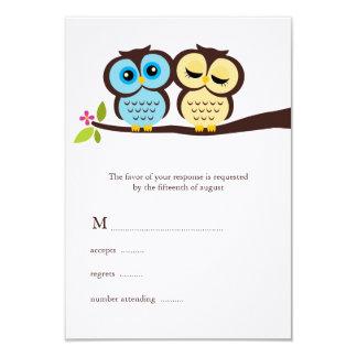 Búhos preciosos que casan tarjetas de la respuesta comunicado
