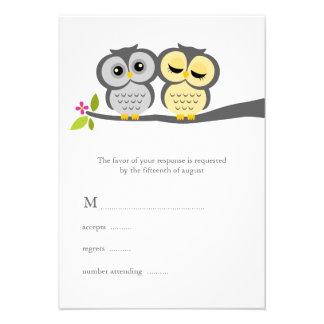 Búhos preciosos que casan tarjetas de la respuesta invitación personalizada