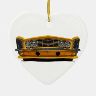 Buick amarillo adorno navideño de cerámica en forma de corazón