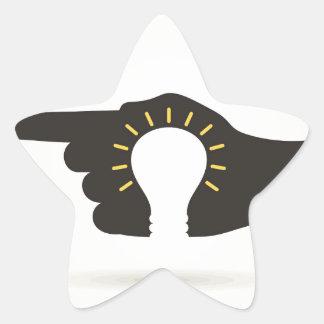 Bulbo en una mano pegatina en forma de estrella
