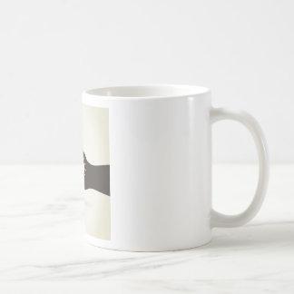 Bulbo en una mano taza de café