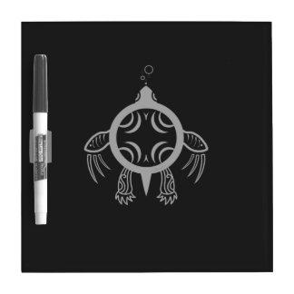 Burbujas de la tortuga de mar pizarra blanca
