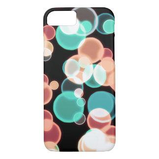 Burbujas multicoloras en un fondo negro funda iPhone 7