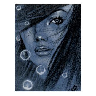 Burbujea la postal azul de la sirena