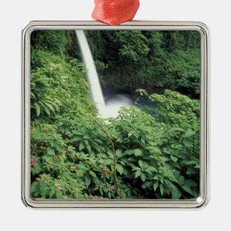 CA, Costa Rica. Cascada e impatients de La Paz Ornamento Para Reyes Magos
