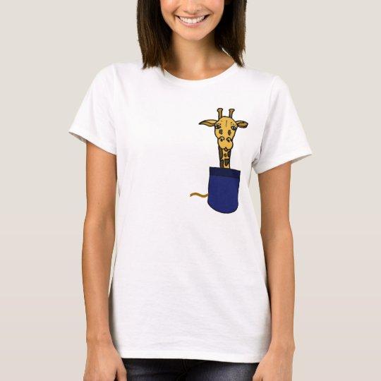 CA jirafa en una camisa del bolsillo