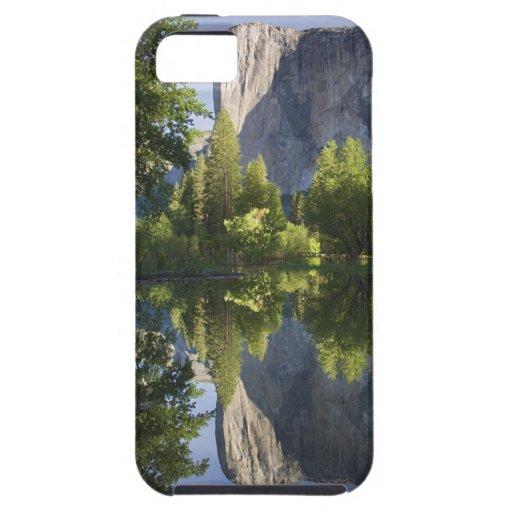 CA, Yosemite NP, EL Capitan reflejó en Merced iPhone 5 Case-Mate Cobertura