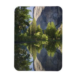 CA, Yosemite NP, EL Capitan reflejó en Merced Iman De Vinilo