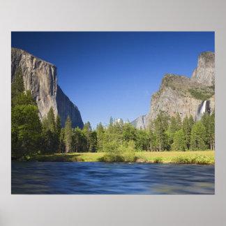 CA, Yosemite NP, opinión del valle con el EL Capit Póster
