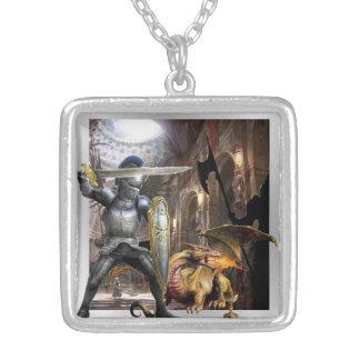 caballero del castillo y collar medievales del