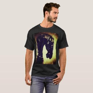 Caballo oscuro de la mirada del Grunge Camiseta