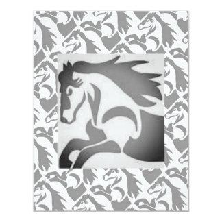 Caballo oscuro invitación 10,8 x 13,9 cm