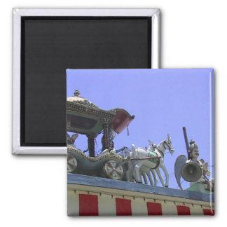 Caballo y carro en el tejado imán cuadrado