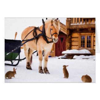 Caballo y conejos de la charla del animal del tarjeta de felicitación
