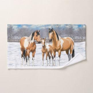 Caballos de la pintura del ante en nieve