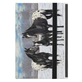 Caballos negros del Appaloosa en nieve Funda Para iPad Mini