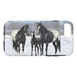 Caballos negros del Appaloosa en nieve Funda Para iPhone 8/7
