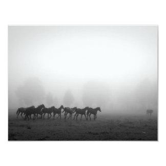 Caballos y niebla invitación 10,8 x 13,9 cm
