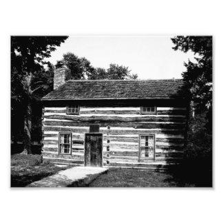 Cabaña de madera en blanco y negro foto