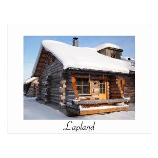 Cabaña de madera nevada en postal del blanco de