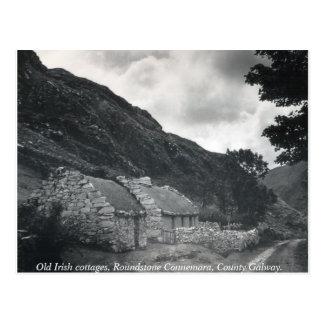 Cabañas cubiertas con paja irlandesas viejas, postal