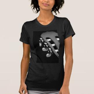 Cabeza blanco y negro de la guitarra acústica camiseta