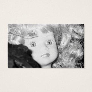 Cabeza de la muñeca en el jardín tarjeta de visita