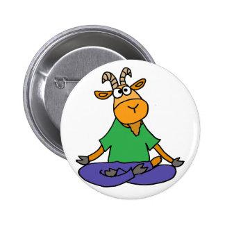Cabra divertida que hace yoga de la posición de chapa redonda de 5 cm