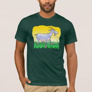 Cabra en la camiseta de la hierba